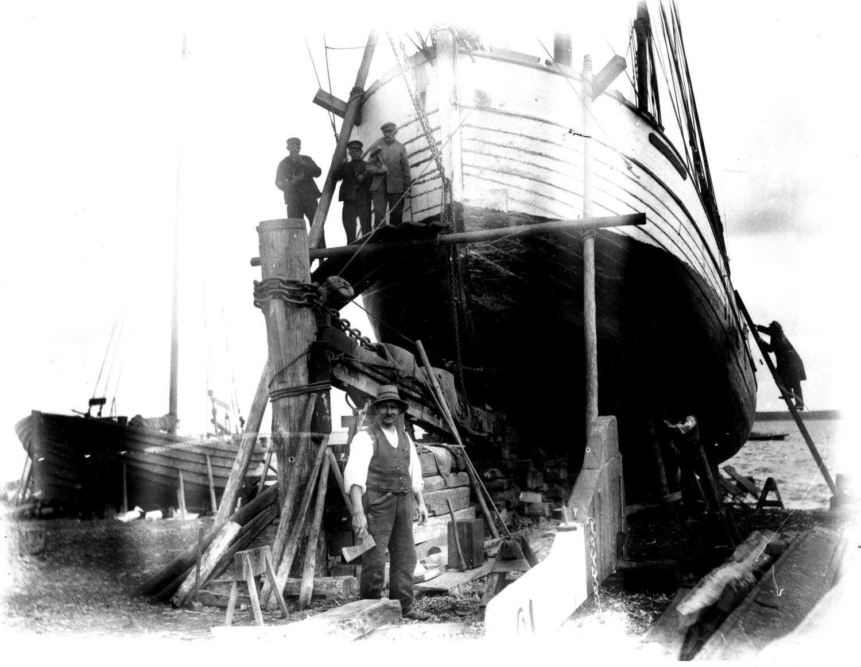 Najpierw powstało zdjęcie. Hans Hartig, W stoczni, fotografia, 1924