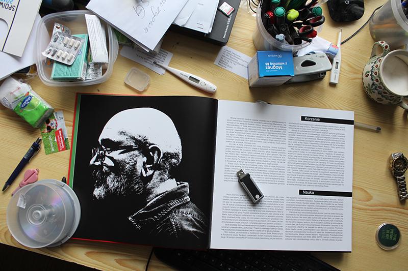 """Fragment albumu """"Leszek Żebrowski – skazany na plakat"""", 2017, fot. Leszek Żebrowski"""