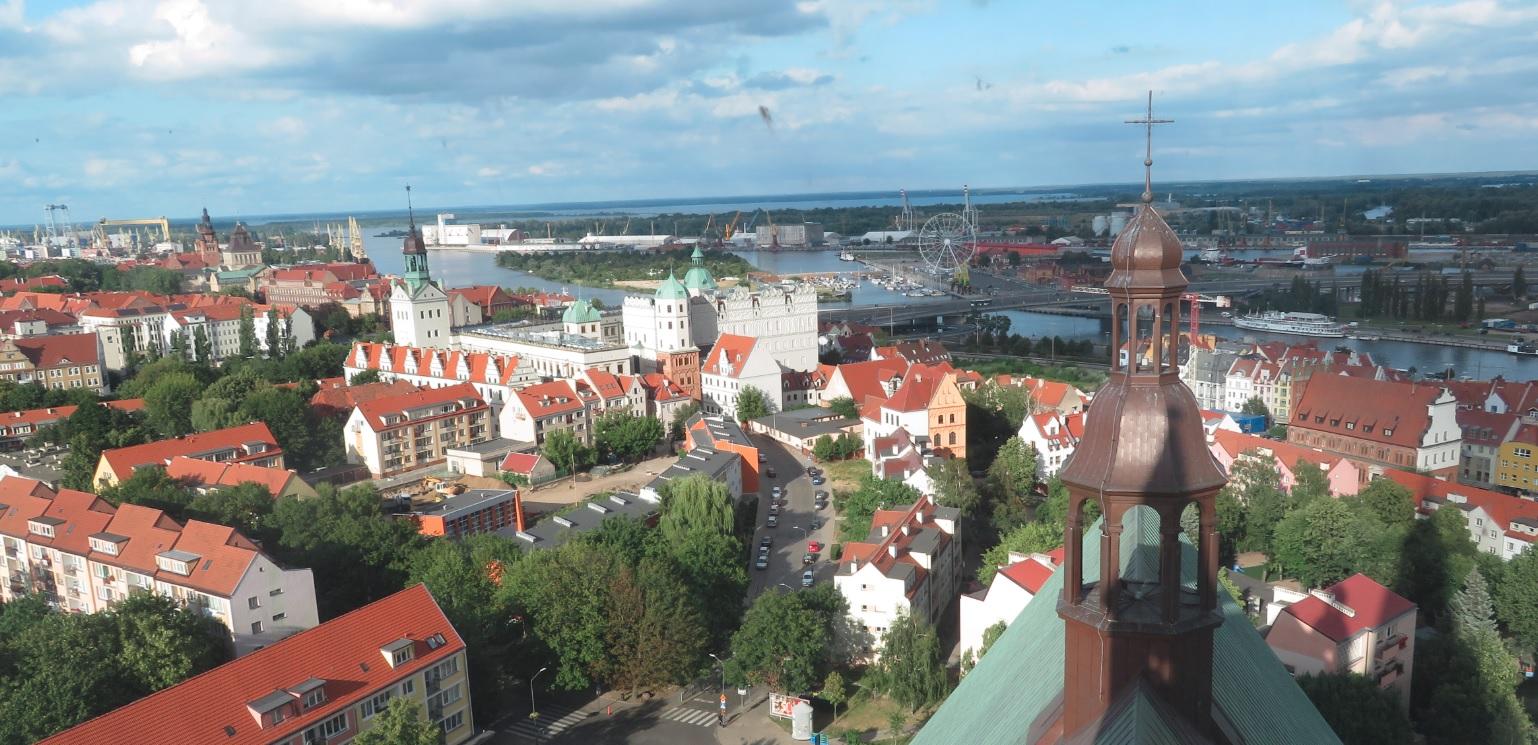 Widok na Szczecin z wieży widokowej katedry w Szczecinie, 16.07.2019