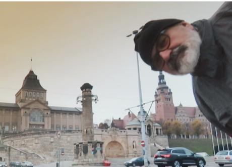 """Ważny film o prof. Leszku Żebrowskim """"Skazany na plakat"""""""