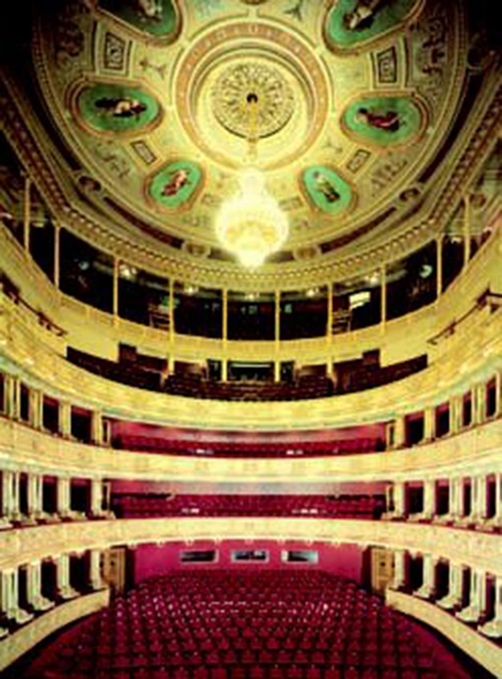 Praga, wnętrze teatru operowego, https://www.czechopera.cz/theatre-Prague_National_Theatre-history-2 – dostęp 27.02.2020