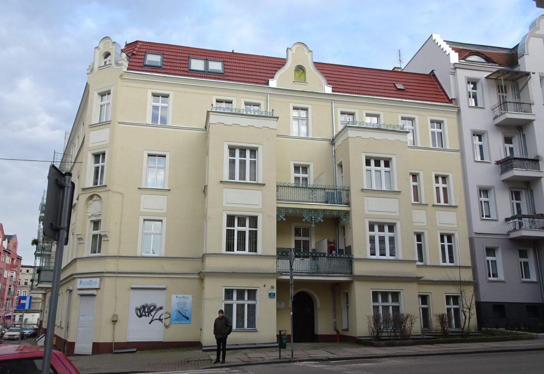 Szczecin, kamienica nr 17 przy Blumenstrasse (obecnie ul. Szarotki z wejściem od ul. Logengartenstrasse (obecnie Swarożyca) na Grabowie