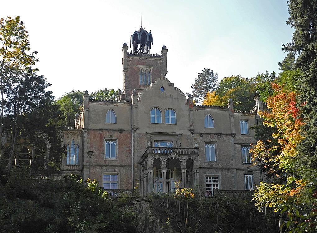 Tharandt, Pałac Leszczyca-Sumińskiego, fot. SchiDD - https://commons.wikimedia.org/w/index.php?curid=62920566  dostęp 27.04.2020