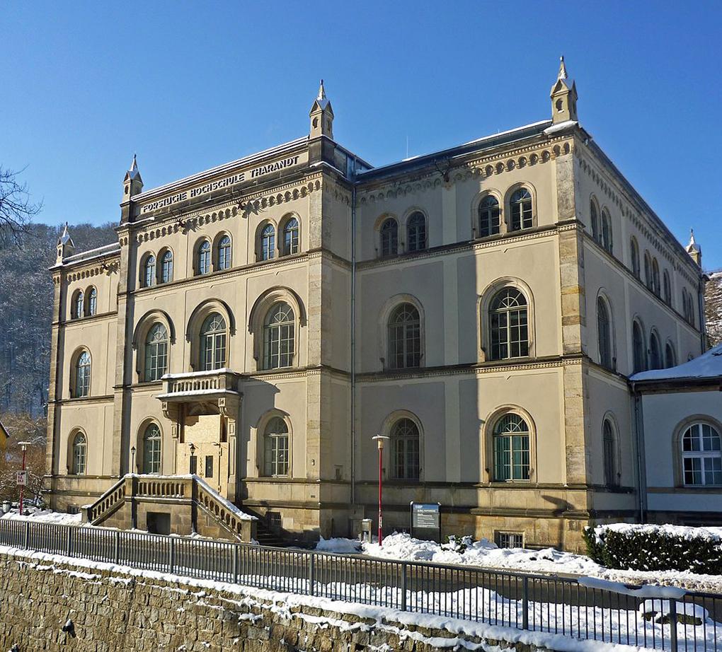 Tharandt, gmach Akademii Leśnej, fot. By SchiDD - https://commons.wikimedia.org/w/index.php?curid=55272345  dostęp 27.04.2020