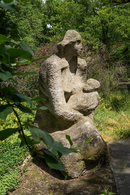 Anna Paszkiewicz, Macierzyństwo /Motherhood/, akcent rzeźbiarski /sculpture/, sztuczny kamień /artificial stone/ park im. St. Żeromskiego, Szczecin 1970, fot. Łukasz Mozolewski