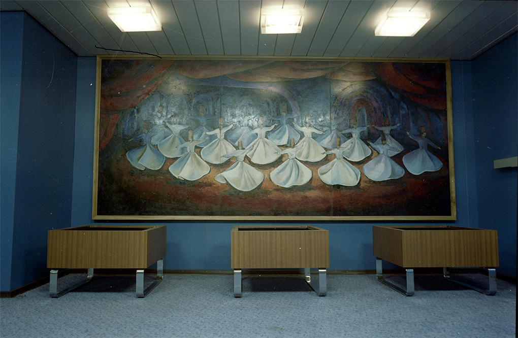Danuta Korczyńska-Chudzicka (1950), Wirujący derwisze /Whirling dervishes/, prom Samsun /Samsun ferry/ 1984 (zdjęcie w środku /photograph in the middle/) Stocznia Szczecińska /Szczecin Shipyard