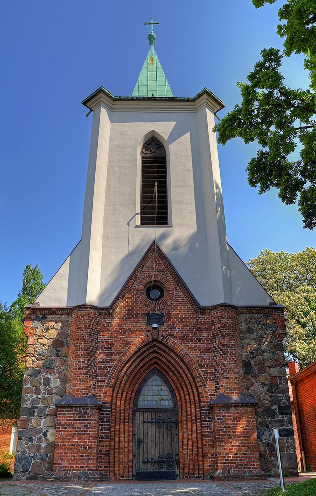 Savin, obecny widok kościoła w Weißensee od zachodu https://de.wikipedia.org/wiki/Berlin-Weißensee (dostęp 10.12.2020)