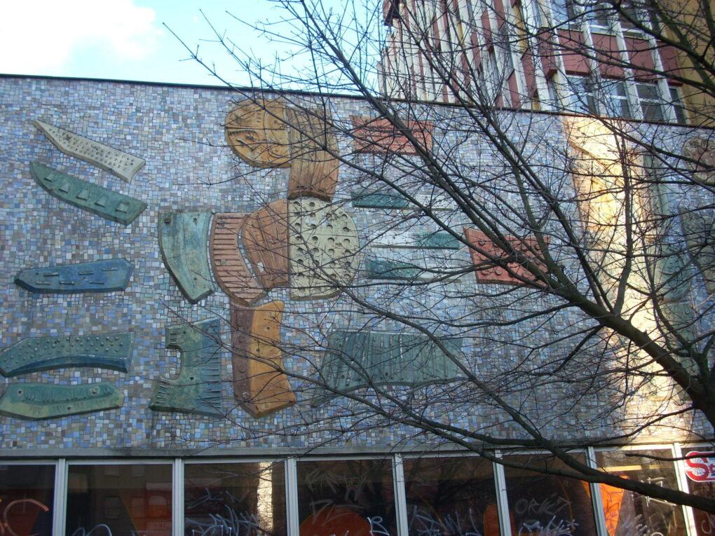 Fragment mozaiki na budynku ZPO DANA w Szczecinie. Fot. Krzysztof Majorek (z archiwum Jarosław Eysymonta)