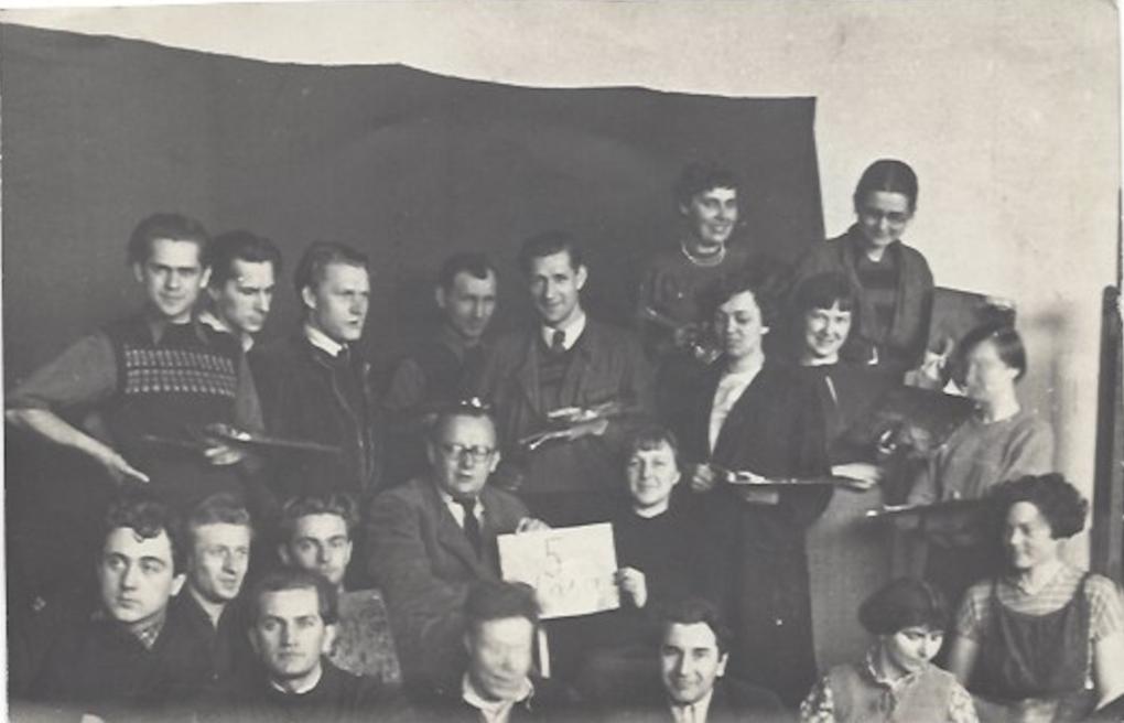 Studenci ostatniego roku Wyższej Szkoły Sztuk Plastycznych w Sopocie. To spośród nich wyłoniła się Grupa Sopocka, która w 1953 roku przyjechała do Szczecina